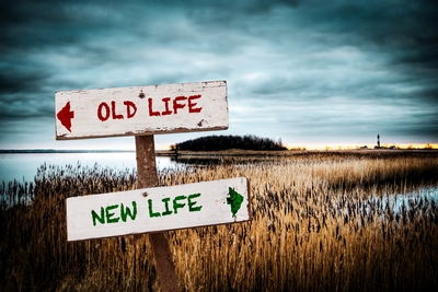Street Sign NEW LIFE versus OLD LIFE